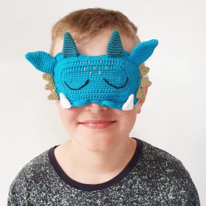 Masque de Sommeil Dragon par Rito Krea - Modèle de Crochet Masque de Nuit 16x11cm