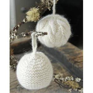 Il Neige par DROPS Design - Patron de Boule de Noël Tricotée avec Motif Torsade 8cm